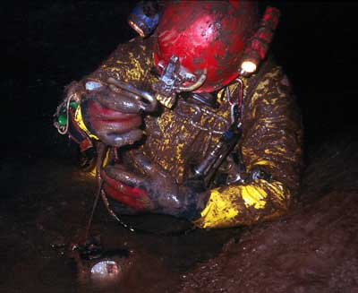 September 1997, Luc Funcken  dives the sump, in quite terrible conditions